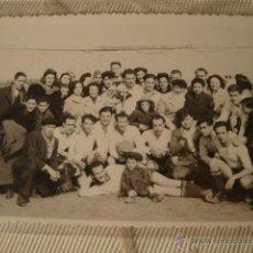 Coleccionismo deportivo: ANTIGUA FOTOGRAFIA EQUIPO DE FUTBOL FECHADA 20 FEBRERO 1944 PARTIDO TEATRO CULTURAL. Lote 42187328
