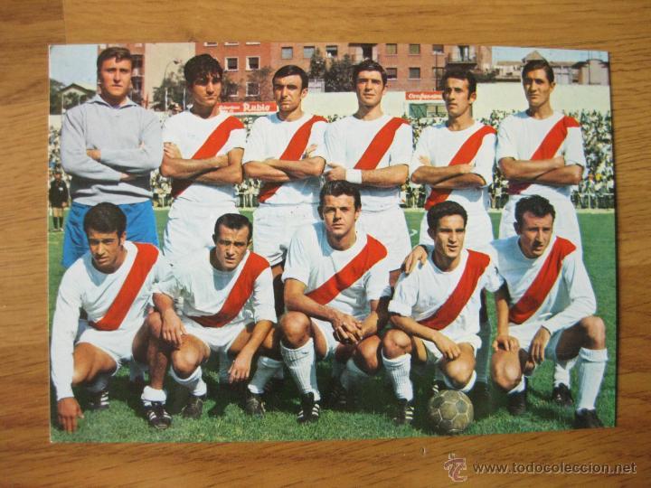 POSTAL DE FUTBOL CON EL EQUIPO DEL RAYO VALLECANO - MUY BUEN ESTADO - 1968 (Coleccionismo Deportivo - Postales de Deportes - Fútbol)