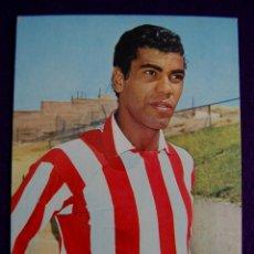 Coleccionismo deportivo: POSTAL DE MENDOÇA DEL ATLETICO DE MADRID DE FUTBOL. EDITADA POR OSCARCOLOR. AÑOS 60. Lote 43364849