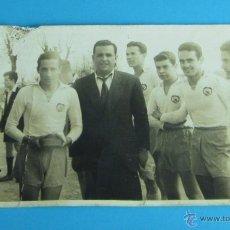 Coleccionismo deportivo: FOTOGRAFÍA DE GRUPO DE FUTBOLISTAS. FORMATO 14 X 9 CM. Lote 43992116