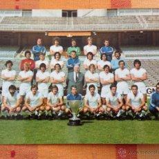 Coleccionismo deportivo: ANTIGUA POSTAL OFICIAL PLANTILLA REAL MADRID TEMPORADA 1976 1977 MIGUEL ANGEL JUANITO SANTILLANA. Lote 98760450