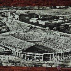 Coleccionismo deportivo: VISTA AEREA DEL ESTADIO DEL C.F. BARCELONA, FUTBOL, FOTO POSTAL, Nº 105 SOBERANAS, ESCRITA. RARA. Lote 49095334