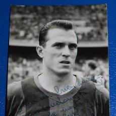 Coleccionismo deportivo: ANTIGUA FOTOGRAFIA DEL JUGADOR DEL F. C. BARCELONA, FRANCISCO RODRIGUEZ GARCIA, TEMPORADA 1960, CON . Lote 49105909