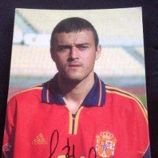 Coleccionismo deportivo: POSTAL LUIS ENRIQUE JUGADOR Y ENTRENADOR DEL FUTBOL CLUB FC BARCELONA F.C BARÇA CF CON AUTOGRAFO. Lote 50985836