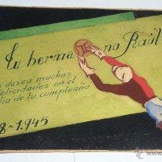 Coleccionismo deportivo: BONITA ANTIGUA POSTAL FELICITACION ARTESANA DIBUJO PORTERO JUGADOR DE FUTBOL 8 / 14 CM 1945. Lote 52972259