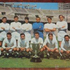 Coleccionismo deportivo: POSTAL GIGANTE PLANTILLA DEL REAL MADRID, CAMPEONES DE LIGA 1966 - 67, MIDE 21 X 14,5 CMS., SIN CIRC. Lote 54500031