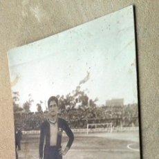 Coleccionismo deportivo: POSTAL ANTIGUA FÚTBOL. SAGI-BARBA. JUGADOR BARCELONA. . Lote 55232952