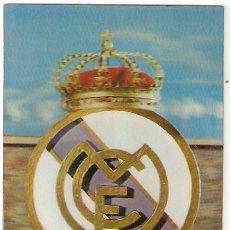 Colecionismo desportivo: POSTAL 3 DIMENSIONES. REAL MADRID ESCUDO. CON MOVIMIENTO. ED E DE ORO. 1963. VELL I BELL. Lote 57711682