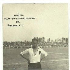 (F-1678)POSTAL FOTOGRAFICA DE HIPOLITO , EXTREMO IZQUIERDA DEL VALENCIA C.F. AÑOS 20