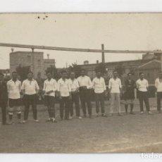 Coleccionismo deportivo: ANTIGUA POSTAL FOTOGRAFICA - EQUIPO DE FUTBOL - POSIBLEMENTE AÑOS 30. Lote 66910050