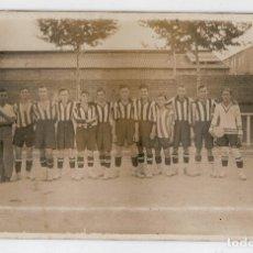 Coleccionismo deportivo: ANTIGUA POSTAL FOTOGRAFICA - EQUIPO DE FUTBOL - POSIBLEMENTE AÑOS 30. Lote 66910114