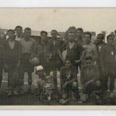 Coleccionismo deportivo: ANTIGUA POSTAL FOTOGRAFICA - EQUIPO DE FUTBOL - POSIBLEMENTE AÑOS 30. Lote 66916386