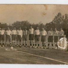Coleccionismo deportivo: ANTIGUA POSTAL FOTOGRAFICA - EQUIPO DE FUTBOL - POSIBLEMENTE AÑOS 30. Lote 66916418