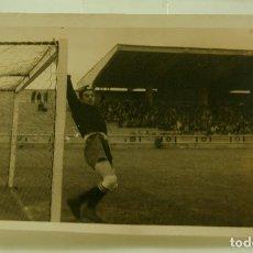 Coleccionismo deportivo: FOTOGRAFIA CAMPO DE FUTBOL PORTERO. Lote 67851745