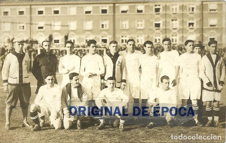 (F-161131)POSTAL FOTOGRAFIA DE MANUEL CROS C.D.EUROPA EN CHECOSLOVAQUIA ??? (Coleccionismo Deportivo - Postales de Deportes - Fútbol)