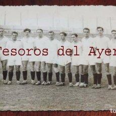 Coleccionismo deportivo: FOTOGRAFIA DEL EQUIPO DE FUTBOL REAL MADRID, AMATEUR, ESTADIO FUTBOL CHAMARTIN, AÑOS 30 APROX. FOTO. Lote 69994185