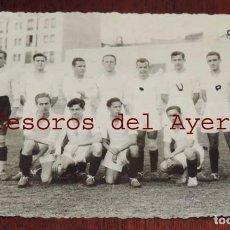 Coleccionismo deportivo: FOTOGRAFIA DEL EQUIPO DE FUTBOL REAL MADRID, AMATEUR, ESTADIO FUTBOL CHAMARTIN, AÑOS 30 APROX. FOTO. Lote 69994349