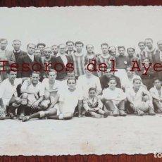 Coleccionismo deportivo: FOTOGRAFIA DE JUGADORES DE FUTBOL REAL MADRID Y EL ESPUÑES, AÑO 1941, ESTADIO FUTBOL CHAMARTIN , ODO. Lote 69999049