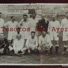 Coleccionismo deportivo: FOTOGRAFIA DE VETERANOS DEL REAL MADRID C. DE FUTBOL, FOTO. DEPORTIVA RUIZ, FUERTE DOBLEZ, MIDE 12,2. Lote 70071141