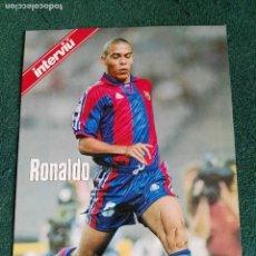 Coleccionismo deportivo: LÁMINA DE CARTULINA RONALDO EN RELIEVE LIGA 96-97 DE INTERVIU FÚTBOL CLUB BARCELONA 29 X 21 BARÇA. Lote 70297945