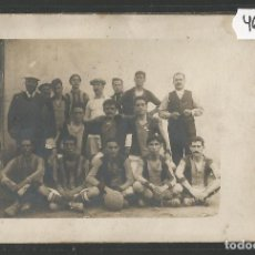 Coleccionismo deportivo: POSTAL EQUIPO DE FUTBOL -F.C. BARCELONA??? -ES DE ANTES DE 1904 -VER REVERSO SIN DIVIDIR -(46.940). Lote 80014781