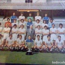 Coleccionismo deportivo: TARJETON POSTAL ALINEACION REAL MADRID LIGA 1977 1976 SOBADA . Lote 80911744
