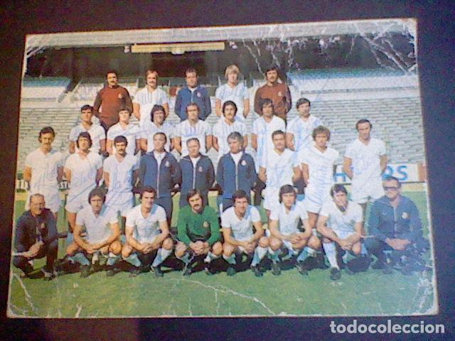 Coleccionismo deportivo: postal tarjeta plantilla real madrid liga 77 78 ed Bergas s/c sobada 28 autografos originales - Foto 2 - 83595428
