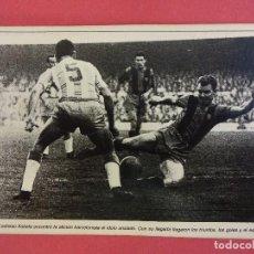Coleccionismo deportivo: POSTAL EDITADA AÑOS 60S DEL CF BARCELONA, KUBALA EN ACCIÓN. SIN CIRCULAR. Lote 98003671