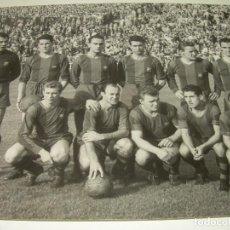 Coleccionismo deportivo: FOTOGRAFIA DE LA EPOCA..EQUIPO F.C. BARCELONA....CAMPO DE LAS CORTS..FOTOGRAFO.J.MARTINEZ CASANOVAS.. Lote 101127995