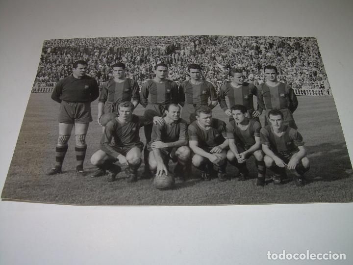Coleccionismo deportivo: FOTOGRAFIA DE LA EPOCA..EQUIPO F.C. BARCELONA....CAMPO DE LAS CORTS..FOTOGRAFO.J.MARTINEZ CASANOVAS. - Foto 2 - 101127995