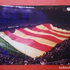 Coleccionismo deportivo: CAMP NOU POSTAL TROFEO JOAN GAMPER 2004 BANDERA RECORD GUINNESS. Lote 103339539
