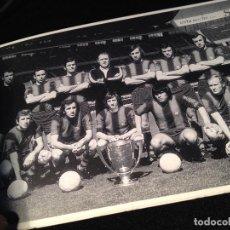 Coleccionismo deportivo: CAJA AZUL LIBRETO DE 15 POSTALES EQUIPOS DEL FUTBOL CLUB FC BARCELONA F.C BARÇA CF BANCA MAS SARDA. Lote 112181243