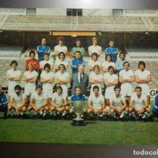 Coleccionismo deportivo: ANTIGUA POSTAL EQUIPO DE FUTBOL REAL MADRID C.F. - PLANTILLA TEMPORADA 1976 - 1977 - 21 X 14,5 CM. Lote 112287679