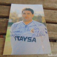 Coleccionismo deportivo: TARJETA POSTAL CAMISETA OTAYSA FIRMADA Y DEDICADA DE JUGADOR DE EL REAL MADRID GORDILLO. Lote 112308611
