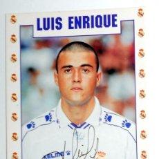 Coleccionismo deportivo: POSTAL ANTIGUA FUTBOL AÑO 1995 - LUIS ENRIQUE - REAL MADRID - FASE GMG - SIN CIRCULAR - AUTOGRAFO. Lote 112925263