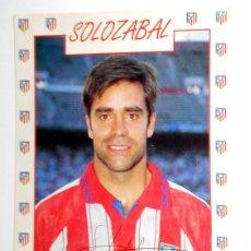 Coleccionismo deportivo: POSTAL ANTIGUA FUTBOL AÑO 1995 - SOLOZABALA - ATLETICO MADRID - FASE GMG - SIN CIRCULAR - AUTOGRAFO. Lote 112926947