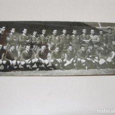 Coleccionismo deportivo: POSTAL PLANTILLA DE JUGADORES DEL C. DE F. BARCELONA. CAMPEÓN DE LIGA 1958-59. . Lote 112971763