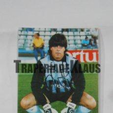 Coleccionismo deportivo: POSTAL JUGADOR CLUB DEPORTIVO LOGROÑES. HUGUET. FIRMADA. TDKP1. Lote 113890519