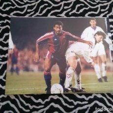 Coleccionismo deportivo: ANTIGUA FOTO LÁMINA DEL F. C. BARCELONA - ROMARIO (BARÇA) LIGA 1993-1994, 93-94 (MIDE 23 X 18 CM). Lote 116735215