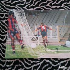 Coleccionismo deportivo: ANTIGUA FOTO LÁMINA RONALDO ROOKIE BARCELONA BARÇA LIGA 1996-1997, 96-97 (MIDE 23 X 18 CM). Lote 116735247