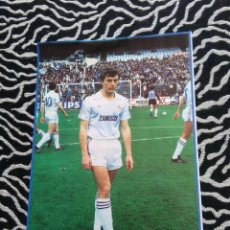 Coleccionismo deportivo: ANTIGUA FOTO LÁMINA DEL REAL MADRID - AÑOS 80: EMILIO BUTRAGUEÑO (MIDE 23X18 CM). Lote 116898743