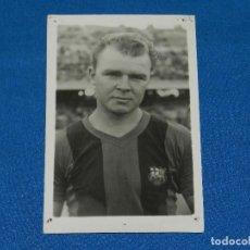 Coleccionismo deportivo: FC BARCELONA - LADISLAO KUBALA , POSTAL , 14 X 9 CM, AGUJEROS EN CADA ESQUINA. Lote 119849319