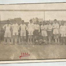Coleccionismo deportivo: POSTAL FOTO EQUIPO DE FUTBOL DE 1921 SIN IDENTIFICAR. Lote 120560759
