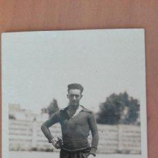 Coleccionismo deportivo: LOTE 5 POSTALES FOTOGRAFICAS PORTERO RAFAEL LAVADO EQUIPO FUTBOL DE BARCELONA PERFECTA CONSERVACION. Lote 123114719