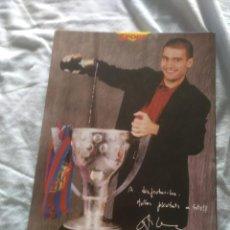 Coleccionismo deportivo: LOTE DE POSTALES - FICHAS DE GRAN TAMAÑO. JUGADORES FC BARCELONA - CAMPEONES LIGA 97-98. Lote 127408407