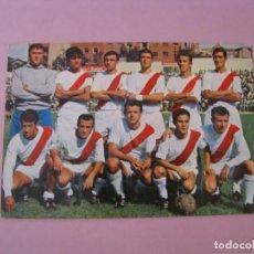 Coleccionismo deportivo: POSTAL DEL EQUIPO RAYO VALLECANO. TEMPORADA 1968-69. ED. BERGAS.. Lote 131100212