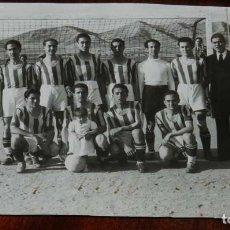 Collectionnisme sportif: FOTO POSTAL DE EL EQUIPO F.C. JUMILLA (MURCIA) EN 1942, ESTE ES EL EQUIPO QUE EL 5 DE ABRIL DE 1942 . Lote 131493558
