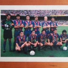 Coleccionismo deportivo: POSTAL GRANDE FC BARCELONA ALINEACIÓN DREAM TEAM KOEMAN LAUDRUP - FIRMAS IMPRESAS BARÇA FÚTBOL CULÉ. Lote 132507818