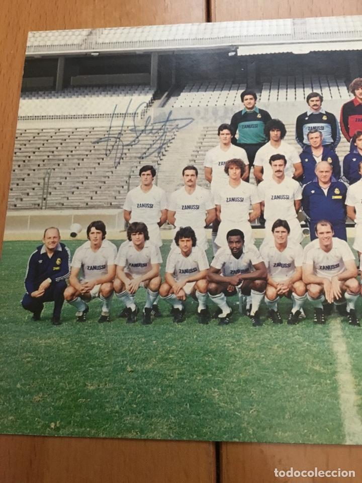 Coleccionismo deportivo: Postal con la firma de DI STEFANO plantilla Real Madrid temporada 82-83 - Foto 5 - 132752973