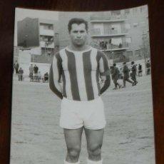 Coleccionismo deportivo: FOTOGRAFIA DE JUGADOR DEL C.D. LEGANES, MADRID, 1971 / 72, JOSE COLLADO ALONSO, TAMAÑO POSTAL, ESCRI. Lote 135478146